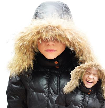 в зимней куртке